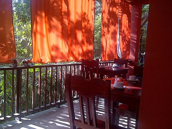 Hotel Mariposario Montezuma Gardens: The beautiful balcony for breakfast