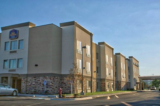 BEST WESTERN PLUS Airport Inn & Suites: outside area