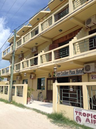 Caye Caulker Plaza Hotel: From outside