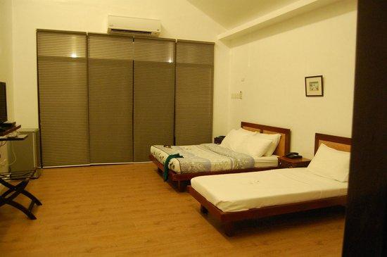 Secdea Beach Resort: glimpse of a villa room
