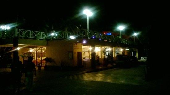 Sol Caribe Campo: Hotel de noche