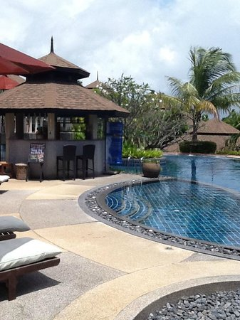 Mangosteen Resort & Ayurveda Spa : Pool and Spa Area