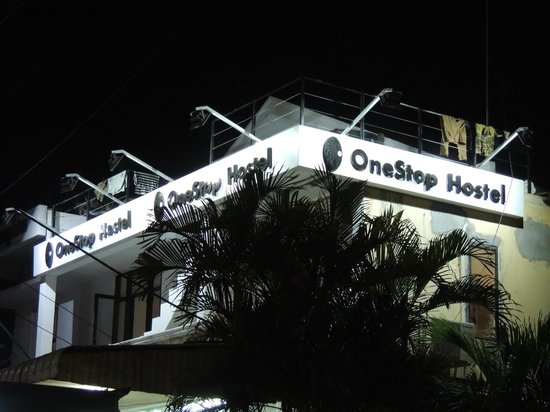 OneStop Hostel Siem Reap: The hostel from outside, at night