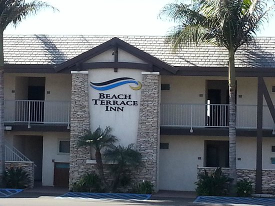 Beach Terrace Inn: Front from parking lot