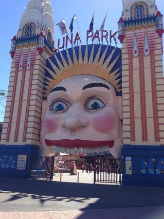 Luna Park Sydney: The entrance