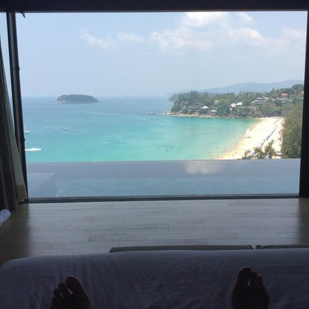 The Shore at Katathani: Lying in bed looking out onto the pool and the amazing view.
