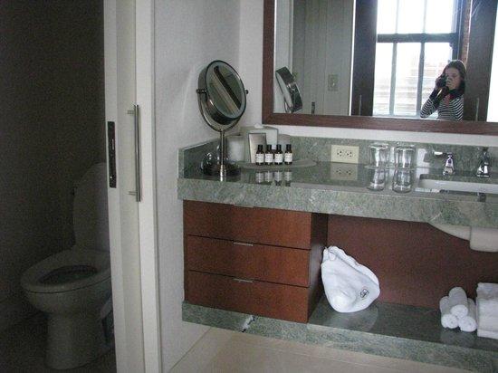 Fairmont Heritage Place, Ghirardelli Square: Baño dormitorio 1