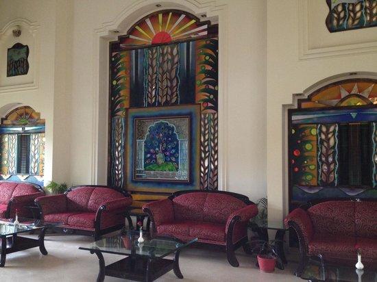 Hotel Meraden Grand: Lobby