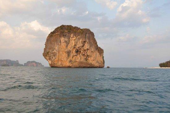 Krabi Sunset Cruises : one of the islands