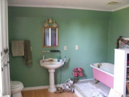 Wisteria Hall: My wife loves this bathroom