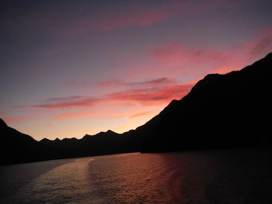 Doubtful Sound: sunrise