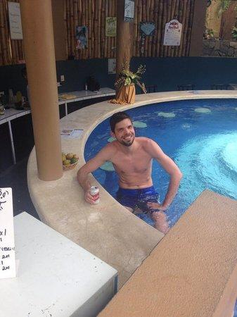Hotel Magic Mountain: pool bar