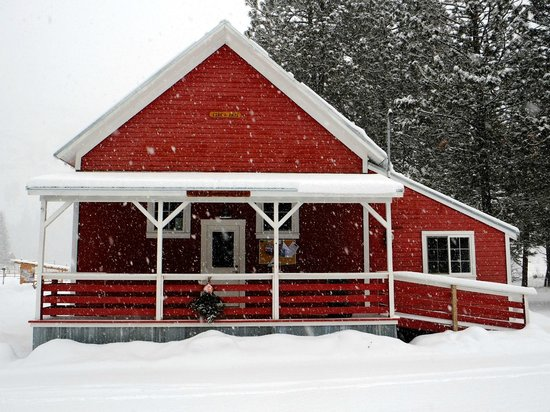 Mazama Country Inn: Mazama Community Club