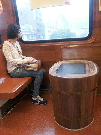 Hotel DOUBLE ONE : Inside the Xin Bei Tou Train