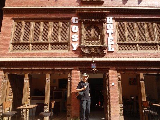 Cosy Hotel: entrance