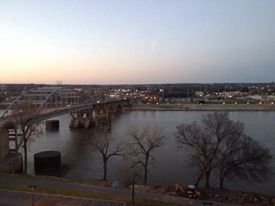 Doubletree Hotel Little Rock: river view from 6th floor