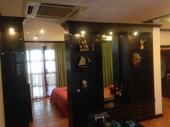 Royal Phawadee Village: Durchgang zum Schlafbereich