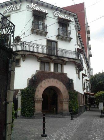 Hotel Maria Cristina: Main Portal on Rio Lerma