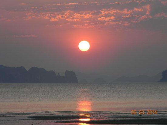 The Tubkaak Krabi Boutique Resort : Sunset View from room