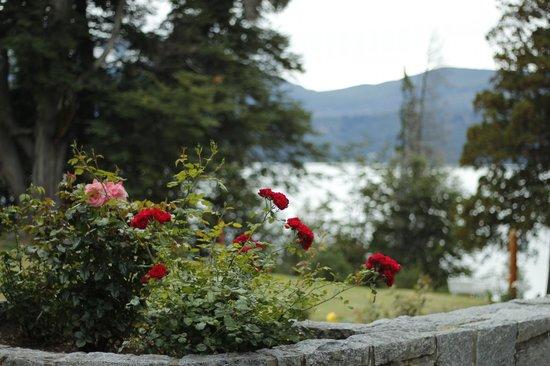 Hosteria Futalaufquen: jardín