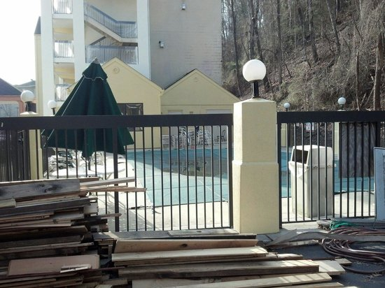 La Quinta Inn Pigeon Forge Dollywood: Pool in the spring
