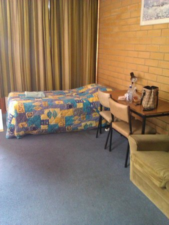 Princes Highway Motel: Single bed, double otherside of room