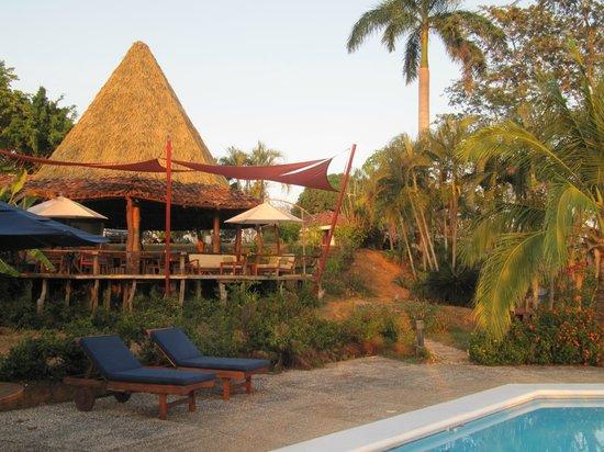 The bar and restaurant at Cristal Azul
