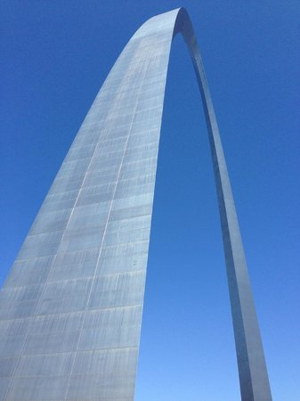 Gateway Arch: The ARCH from the river side
