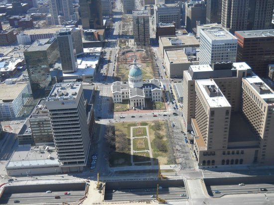 Gateway Arch: The center view