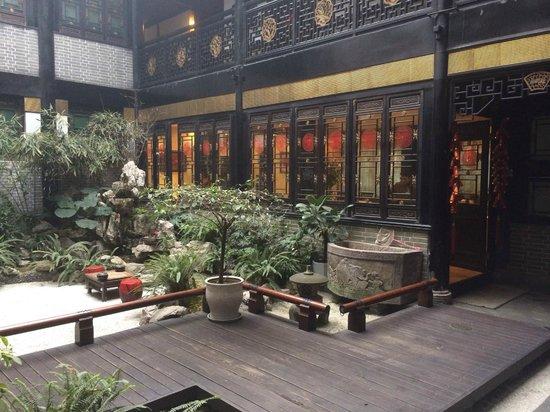 BuddhaZen Hotel: Courtyard