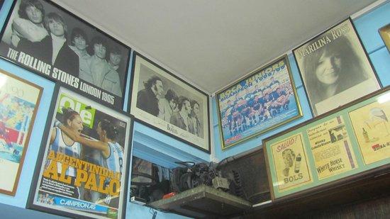 El Cuartito : La paredes decoradas con postres de los Beatles y Marilina Ross