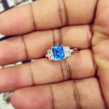 Lihiniya Gems: Blue topaz