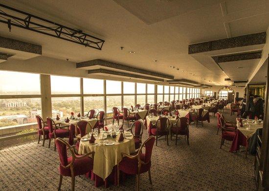 Le Meridien New Delhi: Le Belvedere the oriental restaurant on the 20th floor