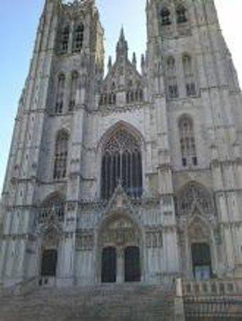 Cathédrale Saints-Michel-et-Gudule de Bruxelles : 少し近づくと