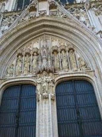 Cathédrale Saints-Michel-et-Gudule de Bruxelles : 彫刻もいいですね。