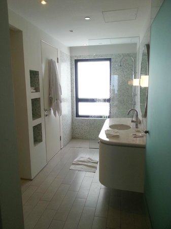 CHI Residences 138 : Bathroom