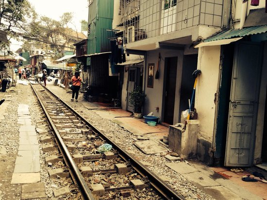 Old Quarter: Houses near railway in Hanoi - really near!