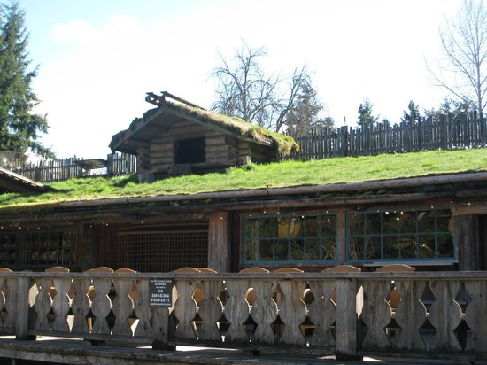 Old Country Market : no goats on the roof