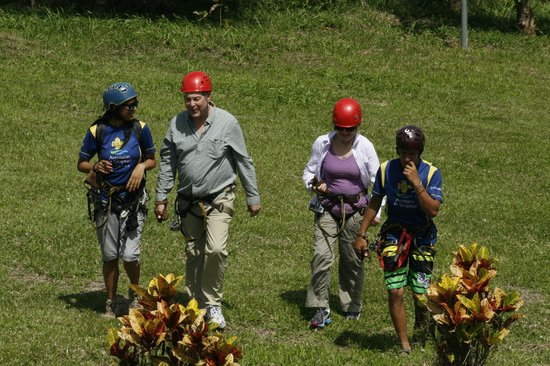 Hacienda La Isla Lodge: The ascent to the zip lines