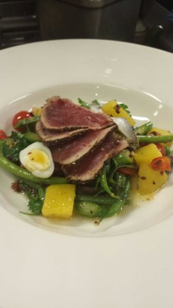 Whitetooth Mountain Bistro : Salad nicoise