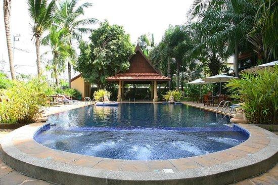 show user reviews nova park hotel pattaya chonburi province