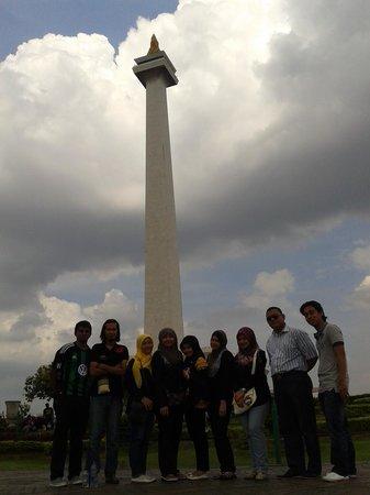 National Monument (MONAS) : Saya dan teman-teman dari UniKL