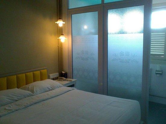 Kam Leng Hotel: Bed