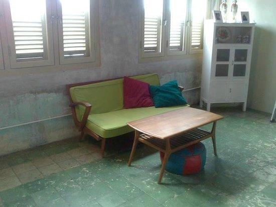 Kam Leng Hotel: Lift area