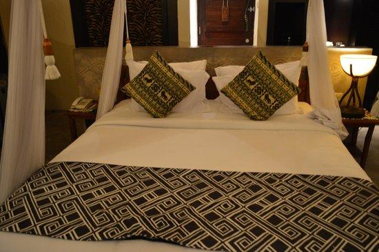 Mara River Safari Lodge: Bed