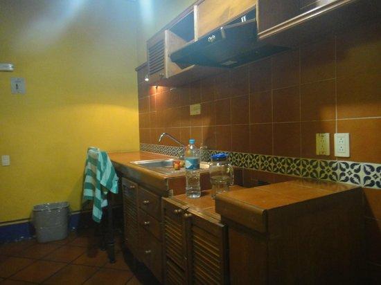 Suites del Centro: Su pequeña cocina