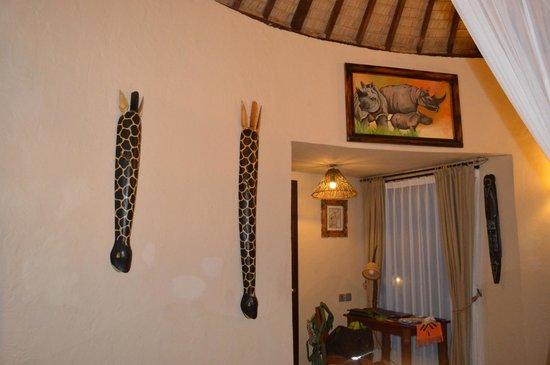 Mara River Safari Lodge: Room decor