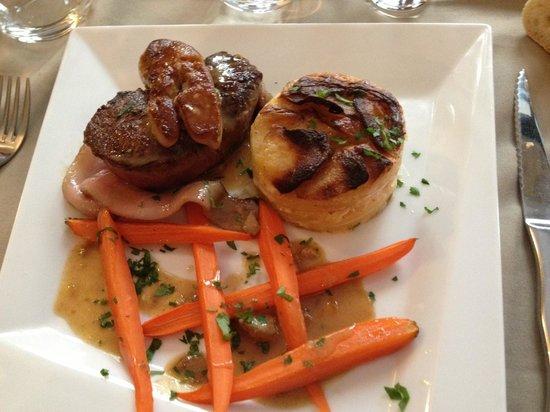 Les Saisons : Tournedos de bœuf rosini, sauce foie gras, avec gratin !