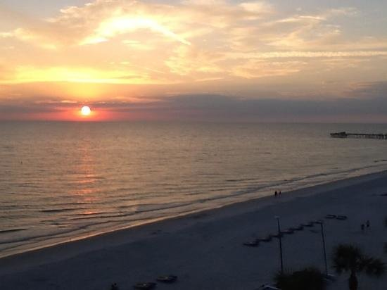 Doubletree Beach Resort by Hilton Tampa Bay / North Redington Beach: Sunset