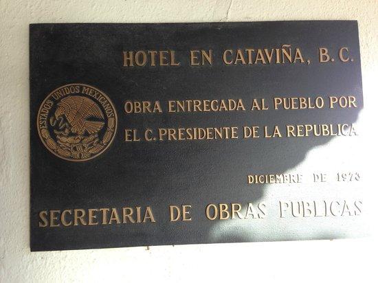 Hotel Mision Catavina: Commemoration plaque at Hotel entrance